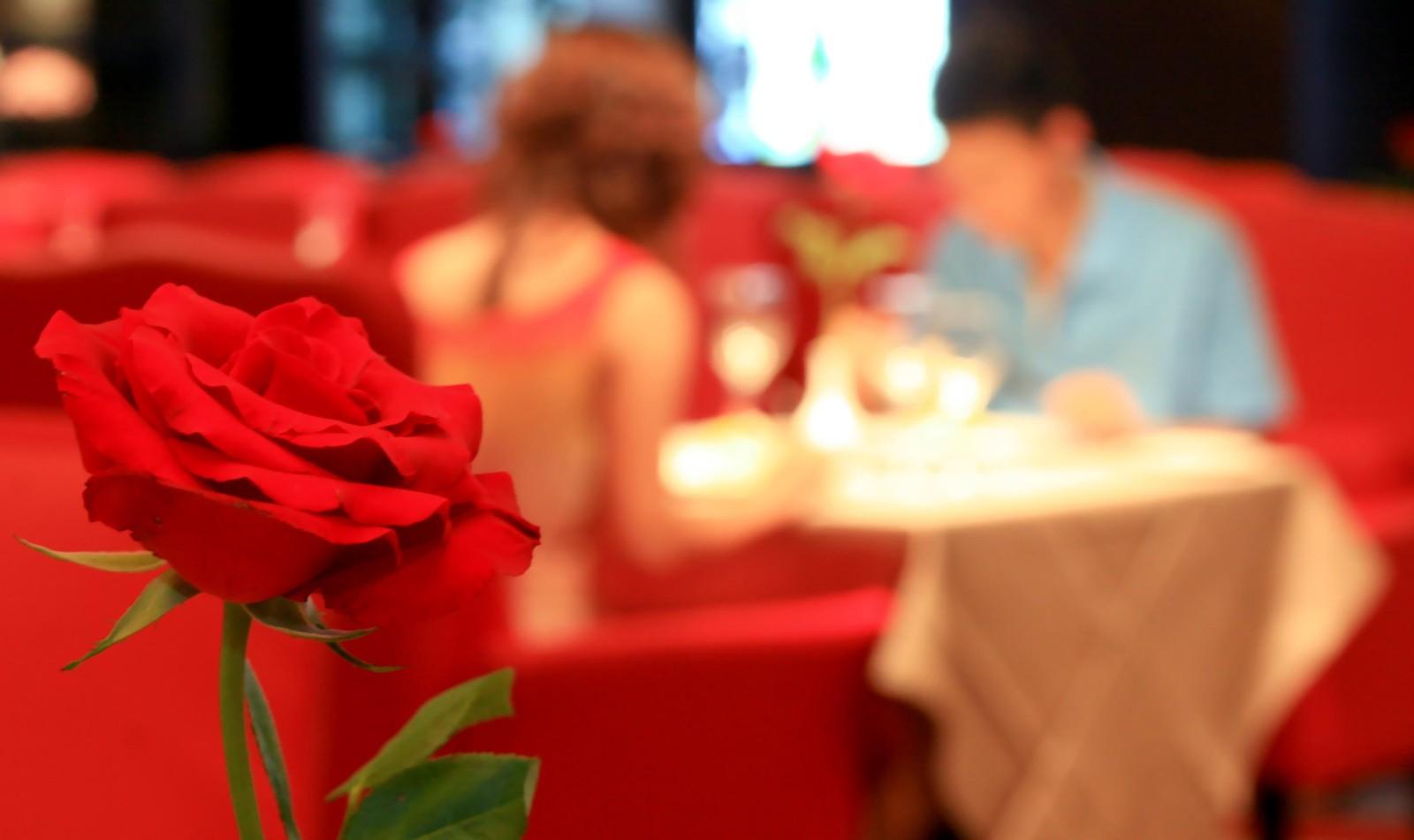 情人节为什么要去餐厅等位,选块地道的牛排为TA做爱心晚餐吧
